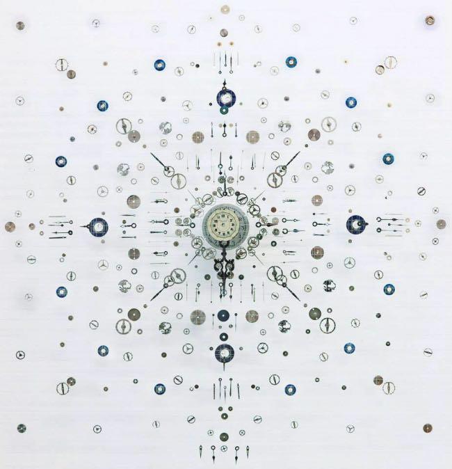 anna masters art sculpture horloge suspension 9 - Elle Fait Voler en Eclats les Horloges pour Mieux Apprécier le Présent