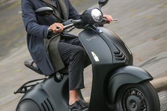 emporio-armani-vespa-scooter-4