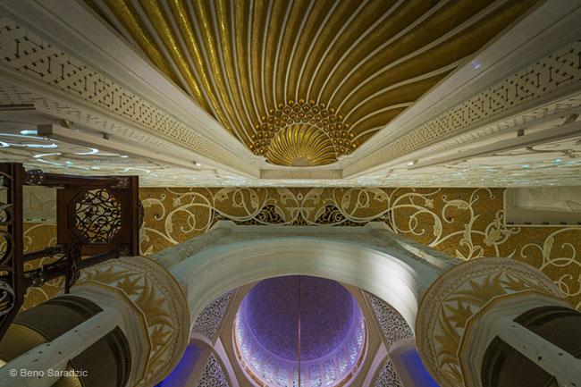 , La Mosquée Sheikh Zayed d'Abu Dhabi dans un Epoustouflant Time-Lapse (vidéo)