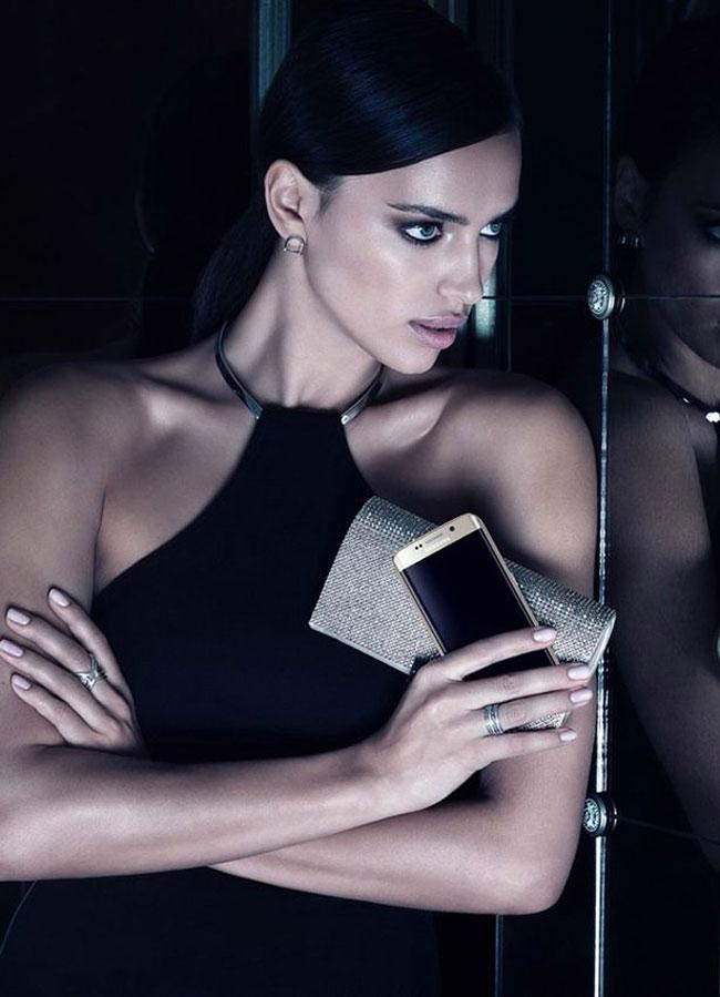 , Irina Shayk joue la Top pour le Samsung Galaxy S6