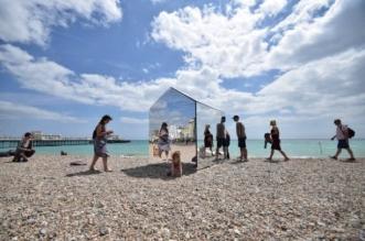 cabane-plage-miroirs-camouflage-ece-architecture-0