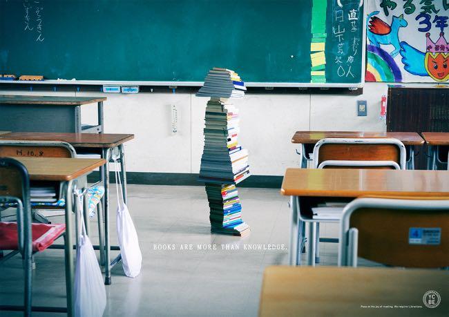 , Des Enfants Sculptés avec des Livres pour Recruter des Bibliothécaires