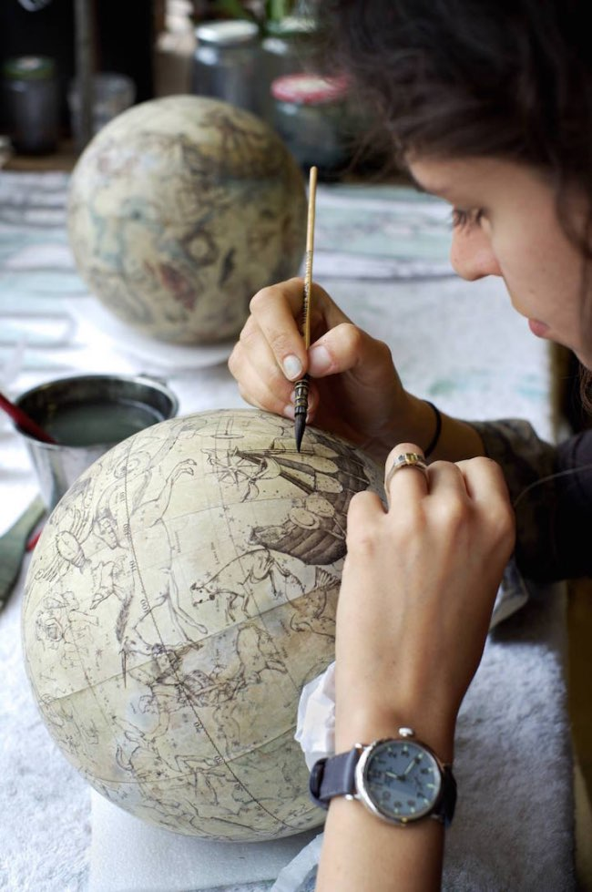 , A Londres les Globes Terrestres sont Encore Fabriqués par des Maîtres Artisans (video)