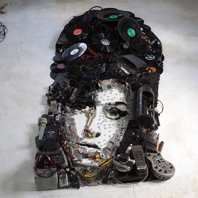 , Saisissants Portraits de Célébrités en Gadgets Électroniques (video)
