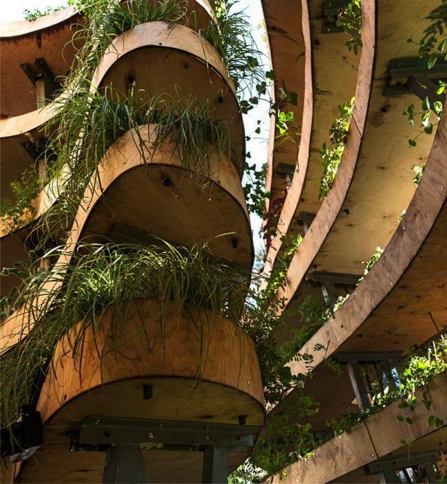 , Au Coeur d'une Sculpture de Verdure Infiniment Ecologique