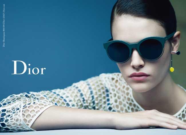 dior hiver 2015 2016 lunettes soleil femme 1 - Avec les Lunettes Dior, Vanessa Moody voit la Vie en Technicolor !