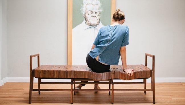 , Allongez-vous sur ce Canapé à la Confortable Assise en Bois