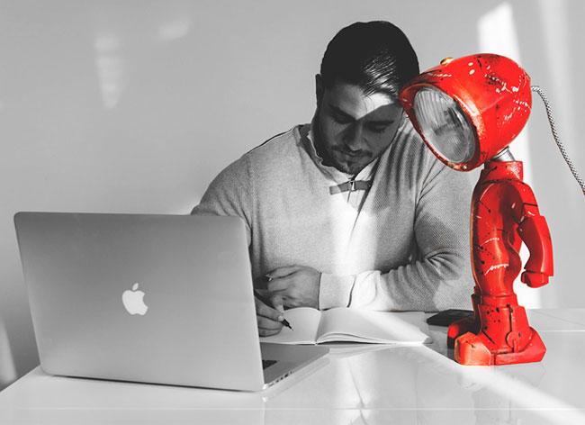 , Ce Robot est une Lampe au Design Rétro et Connecté (video)