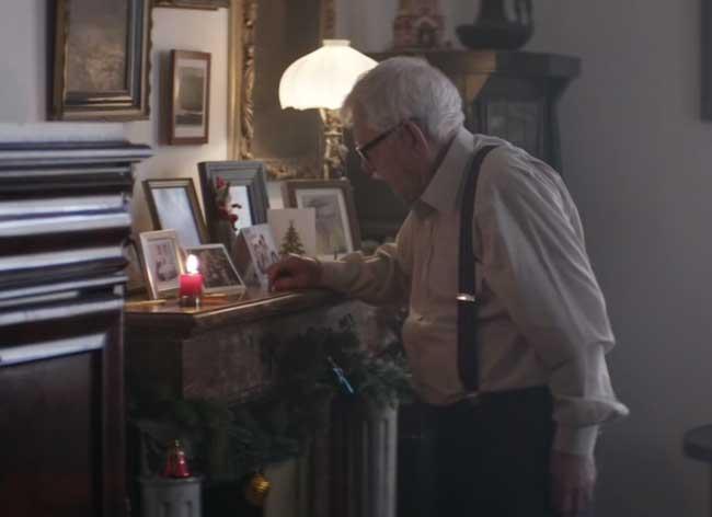 , Pour un Noel en Famille, Papi va Faire une Chose Impensable (video)