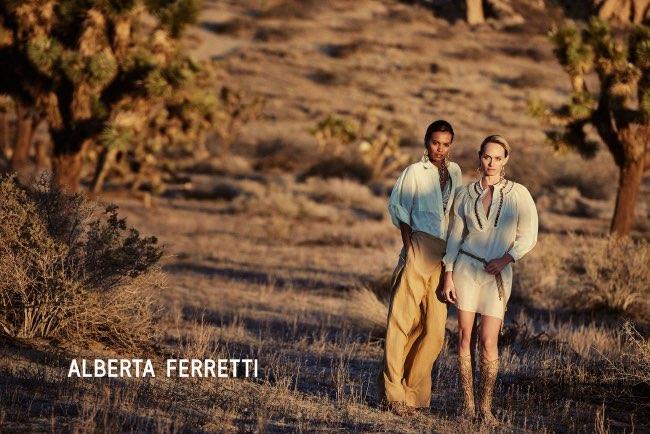 , Echappée dans le Desert pour Alberta Ferretti Ete 2016
