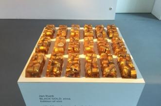 black-gold-jan-kuck-capsules-cafe-art-sculpture-1