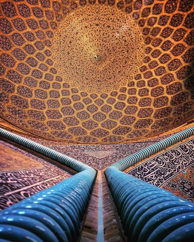 , En Iran les Plafonds des Mosquées ont de Fascinantes Mosaïques