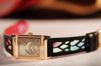 jaeger-lecoultre-christian-louboutin-montre-reverso-femme-2