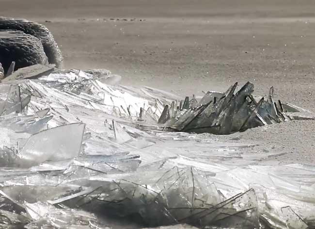 , Quand le Lac Supérieur Gelé Prend des Airs de Tessons de Glace (Video)