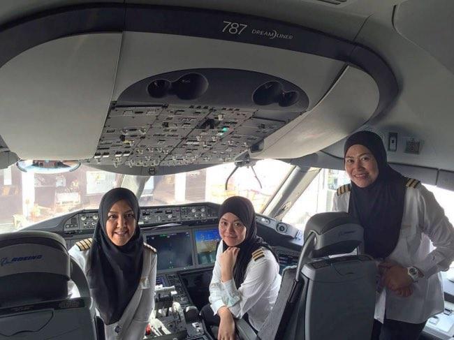 avion-ligne-pilotes-femmes-brunei-commandant-bord-1
