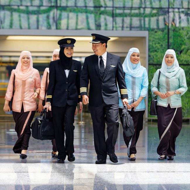 , Le Premier Avion de Ligne Piloté par un Equipage Féminin Atterrit en Arabie Saoudite