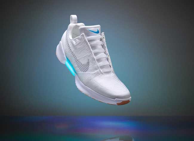 , Cette Paire de Baskets Nike a des Lacets Automatiques (video)