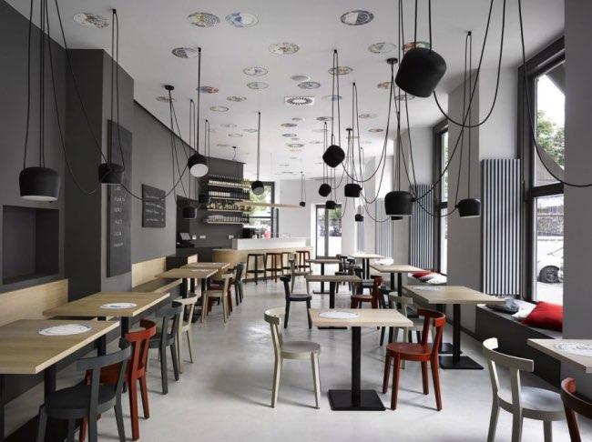 , Minimalisme et Convivialité pour ce Café Branché de Prague
