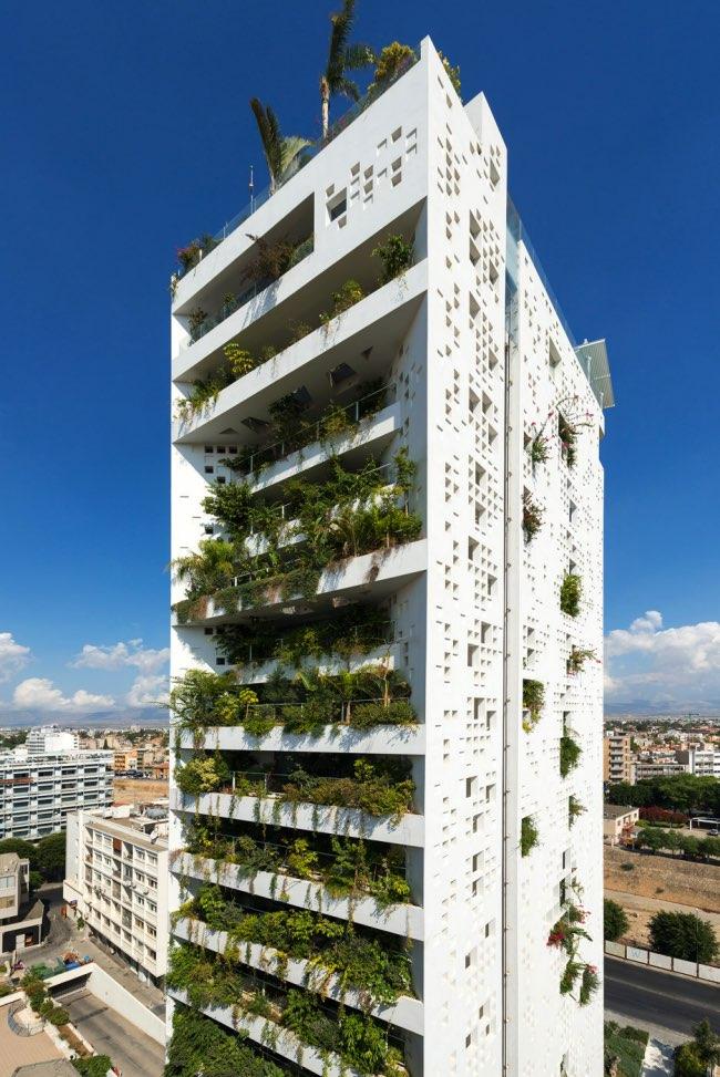 chypre nicosie white walls architecture plantes jean nouvel 11 - Cascades de Plantes pour cette Tour de 67 Mètres située à Nicosie
