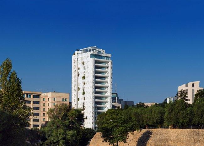 , Cascades de Plantes pour cette Tour de 67 Mètres située à Nicosie