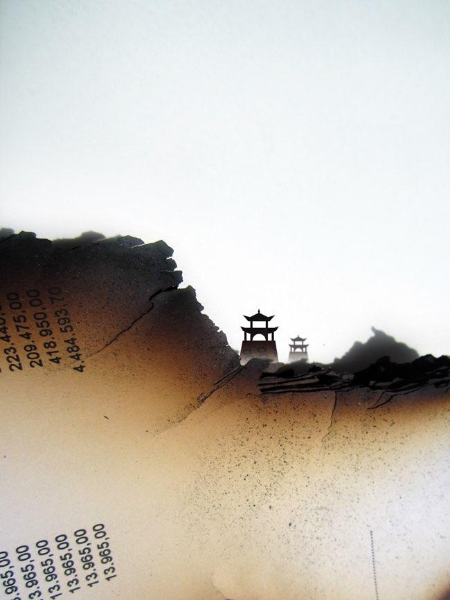 , Les Livres Brûlés se Transforment en Scènes Mémorables