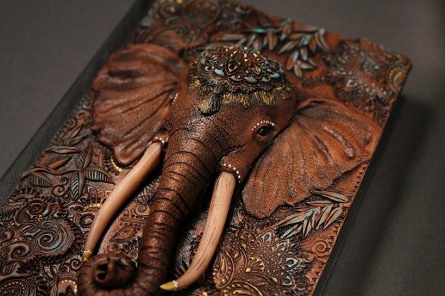 aniko kolesnikova journal art 3 - Cette Artiste Sculpte de Féériques Couvertures de Livres