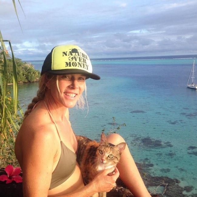 chatte bateau, Elle Part avec son Chat Faire le Tour du Monde en Bateau