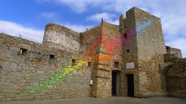 , Cette Street Artiste Offre à l'Origami les Couleurs de l'Arc-en-Ciel