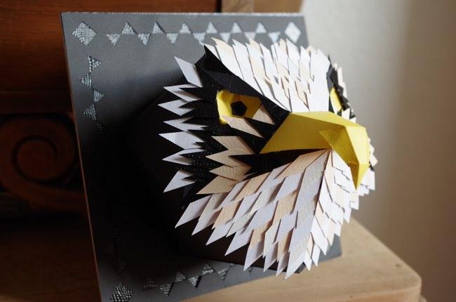, Elle Sculpte en Papier d'Artistiques Masques d'Animaux
