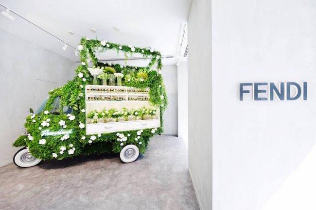 , Retour du Piaggio Ape en une Boutique de Fleurs Éphémère