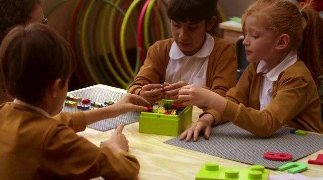 braille bricks lego apprentissage 4 - Briques Braille pour Apprendre aux Enfants Aveugles à Lire (video)