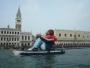 inflatable-refugee-sculpture-gonflable-bateau-2
