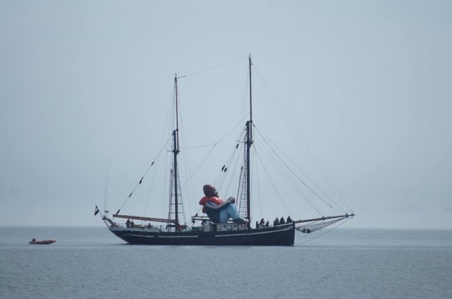 inflatable-refugee-sculpture-gonflable-bateau-4