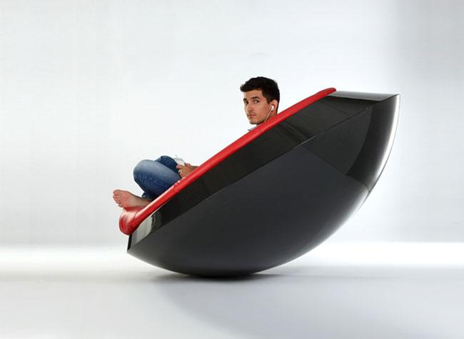 itoneoff ufo fauteuil soucoupe volante rocking chair 3 - UFO, un Fauteuil Soucoupe Volante qui Défie la Gravité (video)