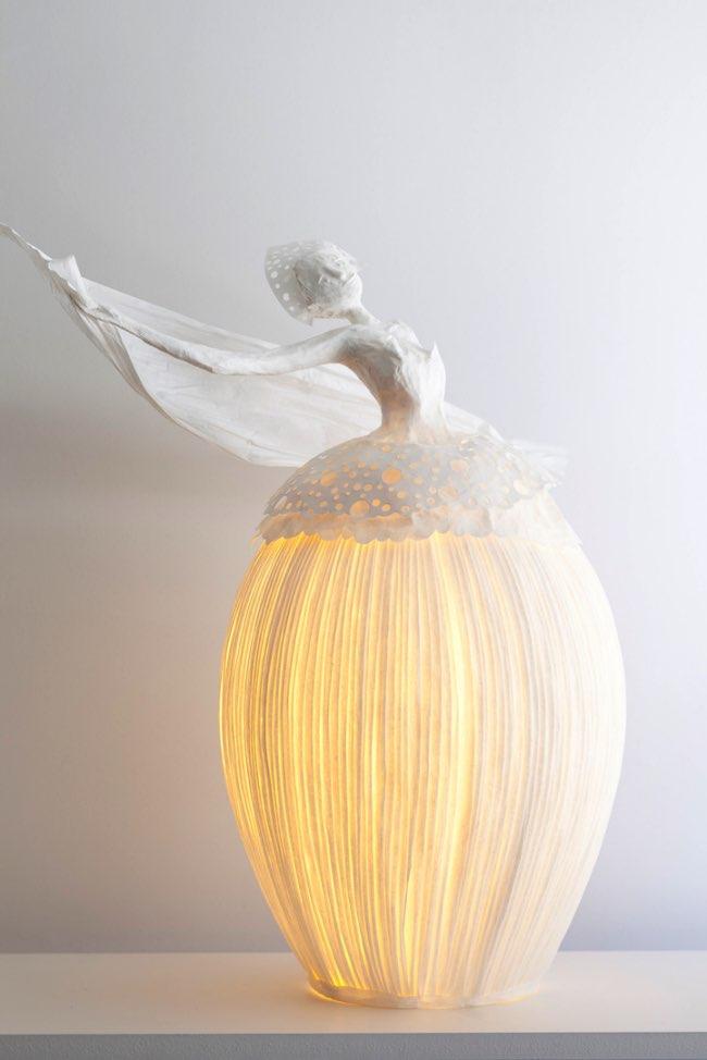 , Virevoltantes Sculptures Lumineuses en Papier Mâché
