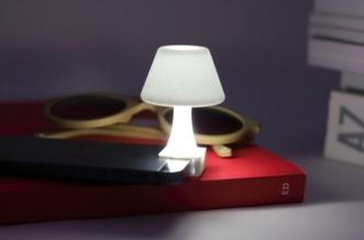 nazzareno ruspolini ibat jour smartphone mini lampe chevet 3 331x219 - Transformer votre Smartphone en Mini Lampe de Chevet