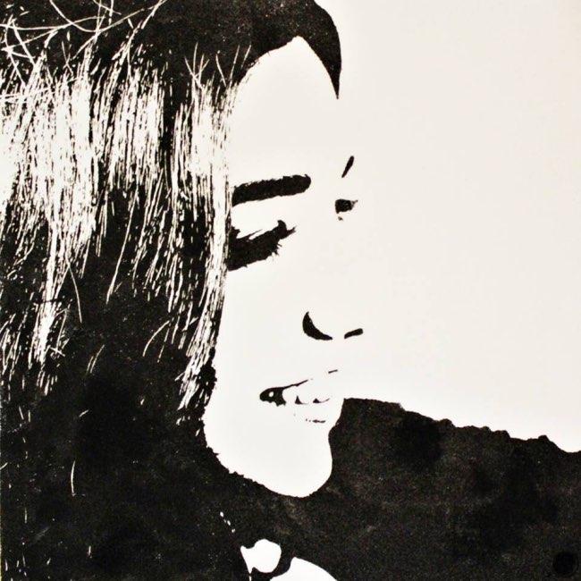 , Portraits Monochromatiques de Sable Noir et d'Or (video)