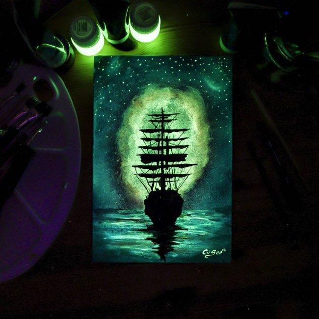 peintures uv Cristoforo Scorpiniti, Ces Peintures UV Changent d'Apparence et s'Illuminent dans le Noir