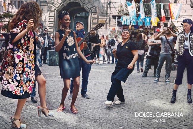 dolce gabbana femme hiver 2016 2017 campagne 2 - Dolce & Gabbana Arpente les Rues Animées de Naples pour l'Hiver 2016