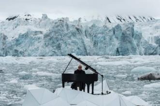 greenpeace ludovico einaudi arctique 3 331x219 - Pour Greenpeace, il Organise un Récital au Piano sur la Banquise (video)
