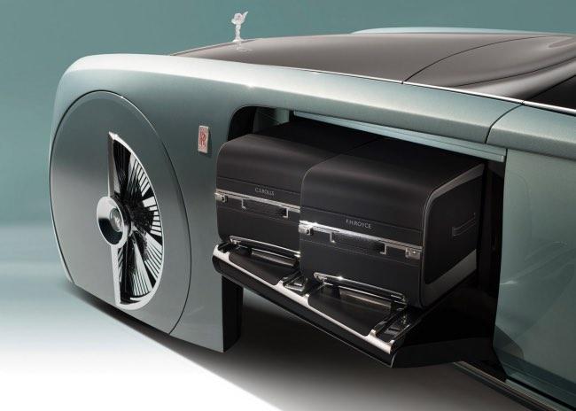 , La Rolls-Royce 103EX sans Chauffeur est Avancée (video)