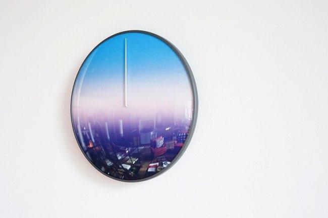 , Voici l'Horloge qui Affiche l'Heure selon la Couleur du Ciel (video)