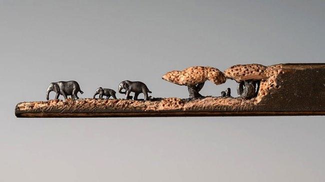 , Famille d'Eléphants Sculptée sur une Mine de Crayon