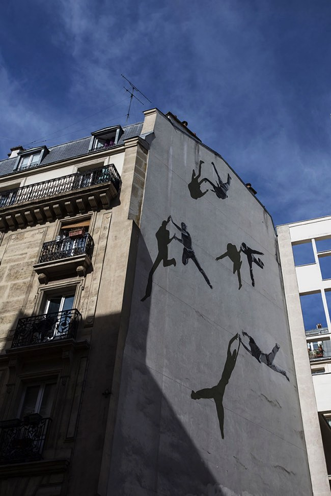 strok anders gjennestad street art paris 1 - STROK Peint à Paris une Vertigineuse Fresque Urbaine (video)