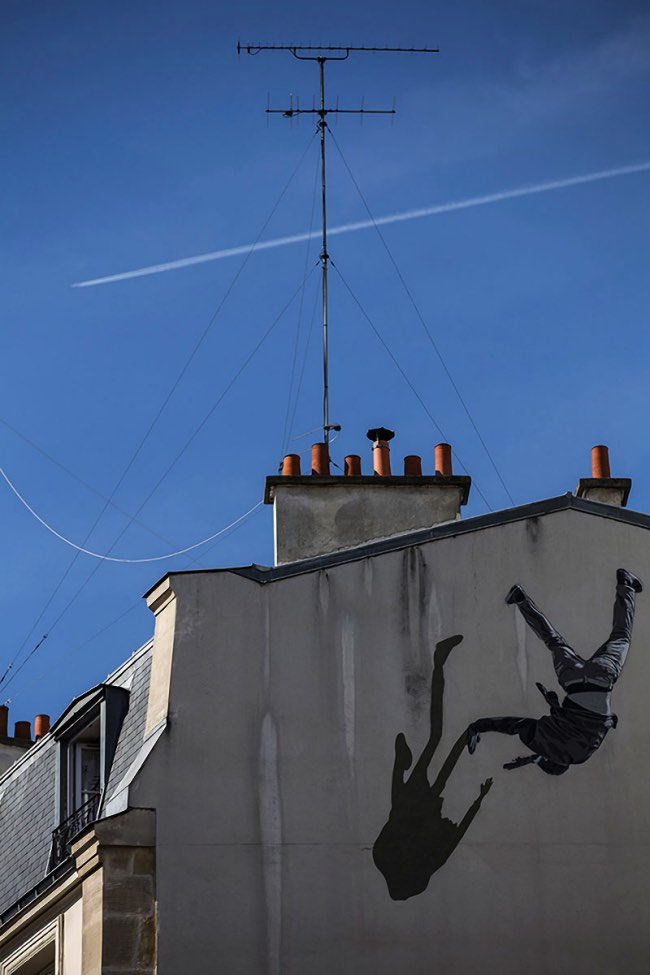 strok anders gjennestad street art paris 3 - STROK Peint à Paris une Vertigineuse Fresque Urbaine (video)