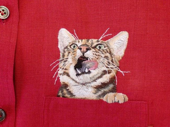 , Des Chats et des Chiens Brodés dans les Poches de Chemises
