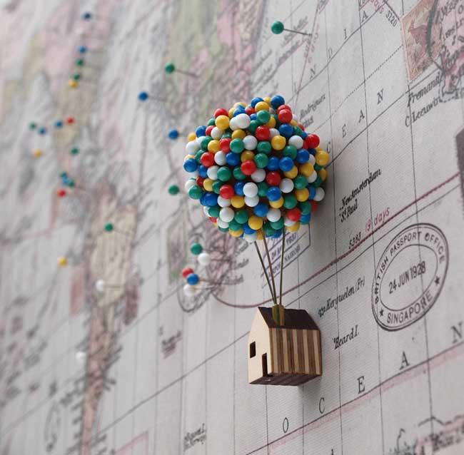 , La Maison-Ballons Réinventée en Epingles de Bureau