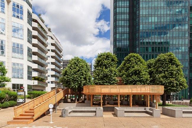 , La Nature Envahit Paris La Défense par la Compagnie des Rues