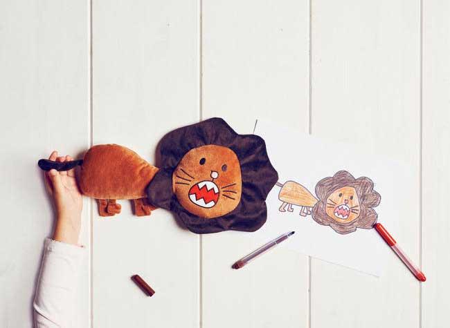 ikea peluches enfants personnalisees dessins 3 - Chez Ikea, les Peluches ont Ete Dessinées par des Enfants