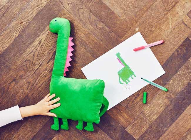 ikea peluches enfants personnalisees dessins 6 - Chez Ikea, les Peluches ont Ete Dessinées par des Enfants